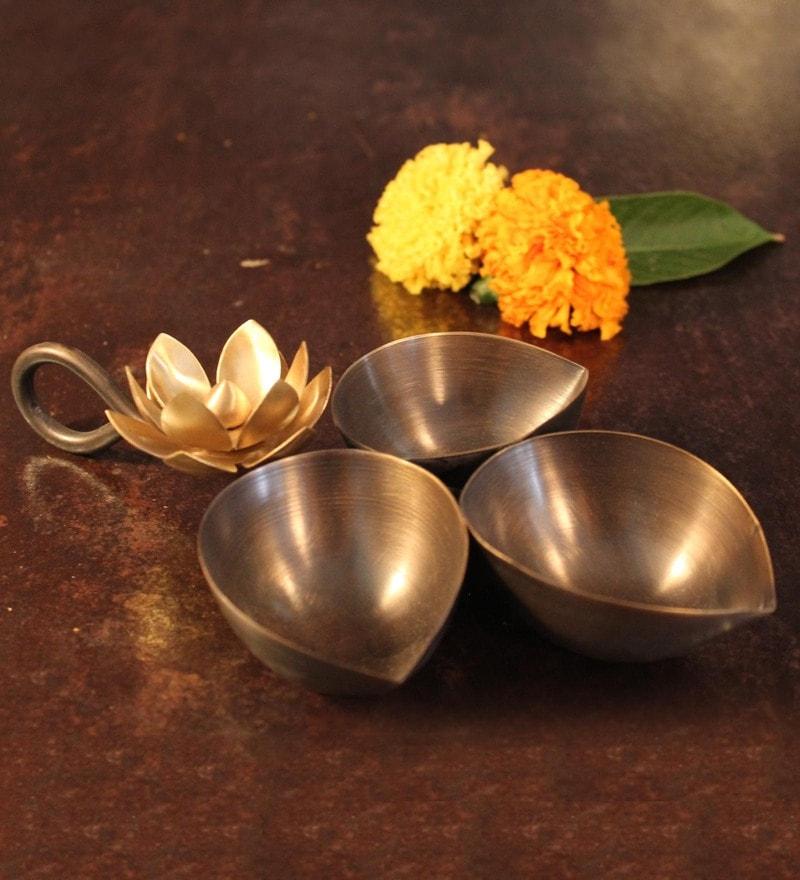 Courtyard Ganga Tribhooti Diya Brass Platters