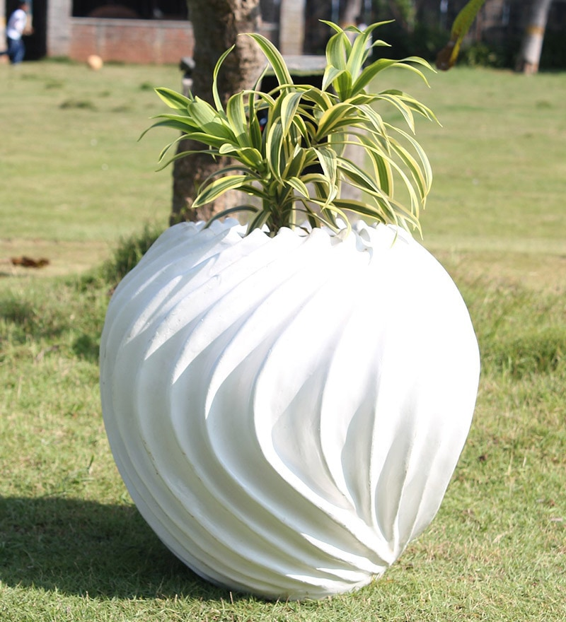Suzhal White Planter by Greymode