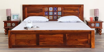 Siramika Solidwood Queen Bed With Storage In Honey Oak Finish